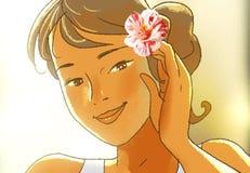 有玫瑰花蕾的微笑的逗人喜爱的女孩在她的头发 免版税库存图片