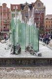 有现代玻璃喷泉的,弗罗茨瓦夫,波兰集市广场 免版税库存照片