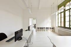 有现代空白家具的办公室 免版税库存照片