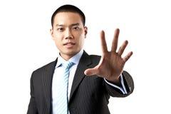 有现有量停车牌的亚裔商人。 免版税图库摄影