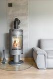 有现代壁炉的客厅 库存图片