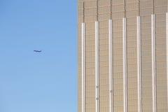 有现代大厦的飞机 库存照片