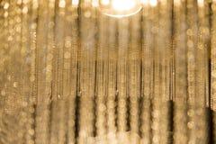 有玻璃串的垂悬的枝形吊灯  库存照片