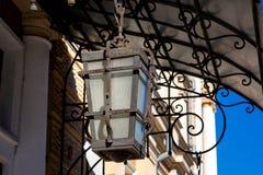 有玻璃机盖的铁街道灯笼 库存图片