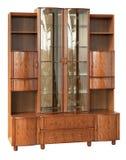 有玻璃门的木碗柜 免版税库存照片