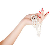 有珍珠的手 免版税库存图片
