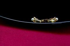 有珍珠的耳环 免版税库存图片