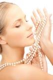 有珍珠项链的妇女 图库摄影