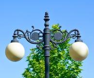 有球状灯的路灯柱 库存照片