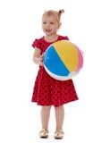有球的微笑的孩子在他的手上 免版税库存照片