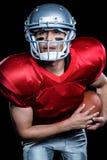 有球的美国橄榄球运动员 免版税库存照片