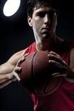 有球的蓝球运动员 免版税图库摄影