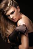 有理发和艺术构成的性感的妇女跳舞迪斯科80样式 时髦美丽的女孩特写镜头画象  图库摄影