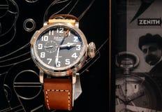 有瑞士的豪华手表商店做观看天顶试验类型20 免版税库存照片