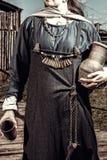 有瓶子的斯堪的纳维亚妇女 免版税库存照片