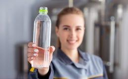 有瓶的专家纯净的水 库存图片