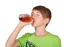 有瓶的男孩汁液 免版税库存照片