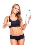 有瓶的年轻运动女孩在白色的水 库存照片