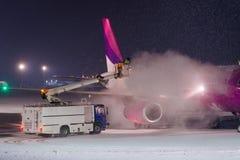 有甘醇的除冰的飞机 免版税库存照片