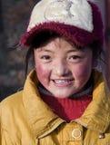 有甜微笑的西藏女孩 免版税库存图片