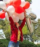 有生日气球的一个十几岁的女孩 库存照片