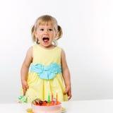 有生日蛋糕的愉快的女孩。 库存照片