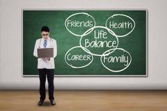 有生活平衡概念的医生 库存图片