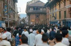 1975. Kumari游行。 加德满都,尼泊尔。 免版税库存照片