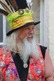 有用羽毛装饰的帽子的民间舞蹈在罗切斯特打扫节日 库存图片
