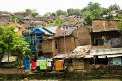 有由砖墙照片做的房子的贫民窟拍在三宝垄印度尼西亚 图库摄影