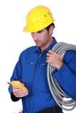 有电压表的电工 免版税库存照片