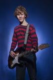有电吉他的吉他弹奏者 图库摄影
