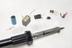 有电子几个组分的焊接的工具连续 免版税库存照片