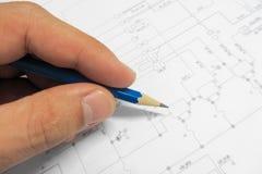 有电子计划的测试的电子设备 免版税库存照片