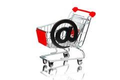 有电子邮件标志的购物车 免版税库存照片