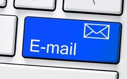 有电子邮件的计算机白色键盘 库存照片