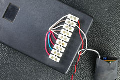 有电导线的电动控制箱子代表电e 免版税库存照片
