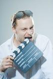 有电影拍板的年轻人 免版税图库摄影