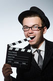 有电影clapperboard的人 免版税库存图片
