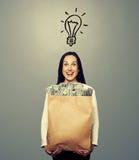 有电灯泡和金钱的妇女 免版税库存照片