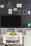 有电视和黑板的室 免版税库存照片
