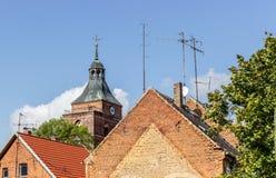 有电视天线的屋顶 免版税库存图片