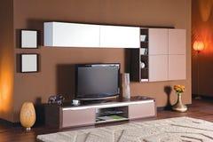 有电视立场的客厅 免版税库存图片
