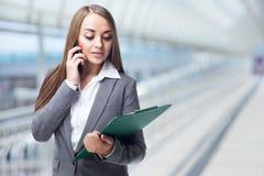 有电话的女商人 免版税库存照片