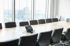 有电话的空的会议室 免版税库存照片