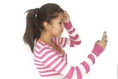 有电话的逗人喜爱的玻利维亚的女孩 图库摄影