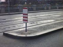 有电车线的空的城市街道 图库摄影