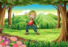 有男孩跳舞的一个密林 免版税库存图片