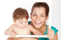 有男婴的母亲 库存图片