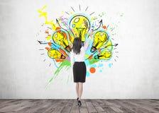 有画笔的,创造性思为女实业家 库存照片